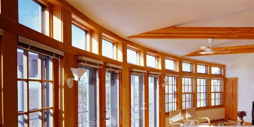 Transom windows along a wall