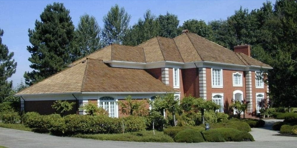 A home with Western Red Cedar shake roofing