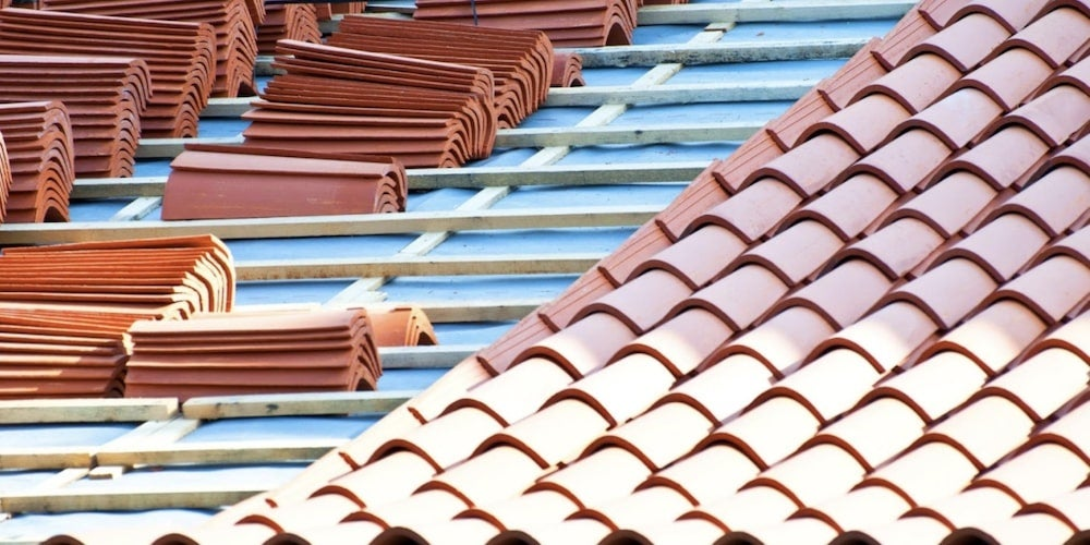 Individual roofing tiles