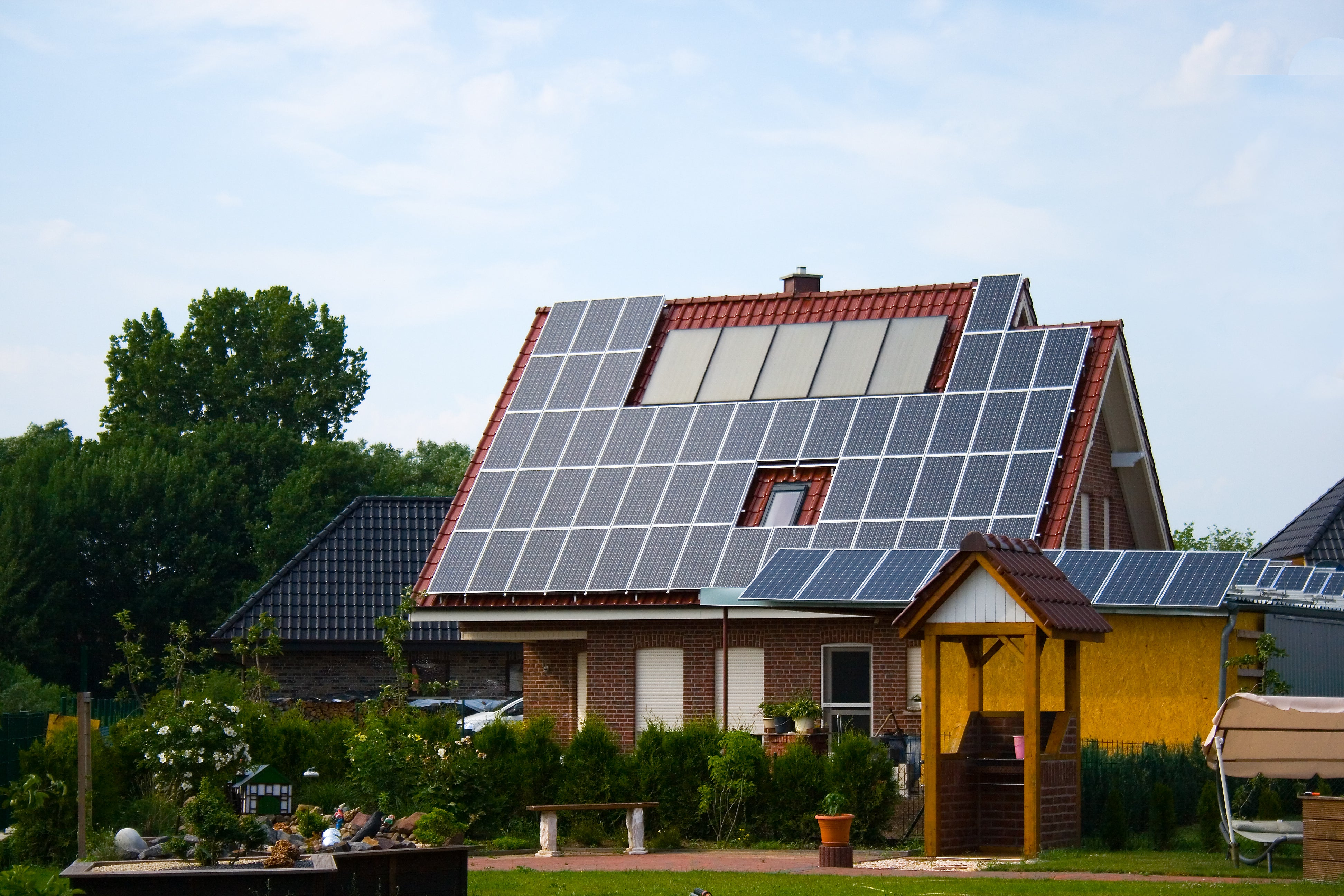 Home solar power systems offer great returns when analyzed for Solar powered home designs