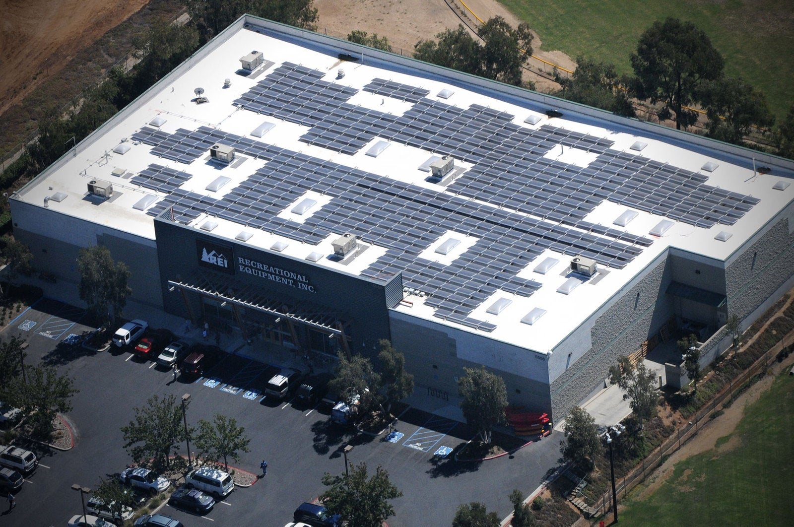 Rei Distribution Center S 2 2 Mw Solar Roof Helps It Reach