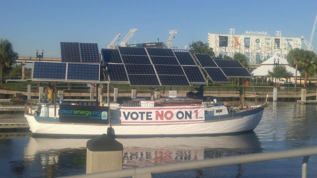 Solar boat Archimedes' anti-Amendment 1 protest. Courtesy Floridians for Solar Choice